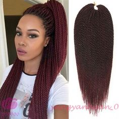 All styles of box braids to sublimate her hair afro On long box braids, everything is allowed! For fans of all kinds of buns, Afro braids in XXL bun bun work as well as the low glamorous bun Zoe Kravitz. Ombre Box Braids, Jumbo Braiding Hair, Long Box Braids, Braid Hair, Brown Ombre Hair, Ombre Hair Color, Box Braids Hairstyles, Female Hairstyles, Hairstyles 2016