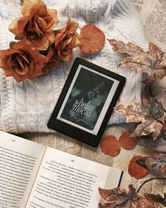 Rose Gold Aesthetic, Book Aesthetic, Kindle, Bibliophile, Vintage Books, Bookstagram, Frames, Ebooks, Wallpapers