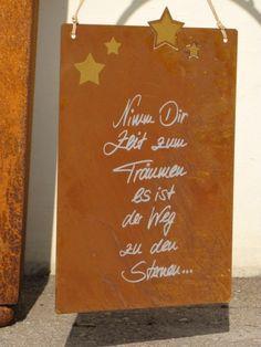 """Edelrost Gedichttafel """"Stern"""" Wunderschönes Edelrost Schild als Dekoration für Haus und Garten. Auch als Geschenk für gute Freunde und Bekannte eine tolle Idee. Das Edelrost Schild Stern ist mit kleinen, goldenen Sternen verziert. Das Schild kann mit dem bereits angebrachten Strick sofort aufgehängt werden. Der bekannte Spruch auf dem Schild lautet: """"Nimm Dir Zeit zum Träumen, es ist der Weg zu den Sternen"""" Maße: Höhe: 35 cm Breite: 25 cm Preis: 19,- €"""