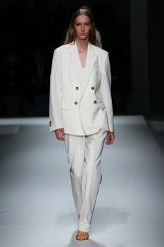 Hugo Boss, Frühjahr/Sommer New York, Womenswear Hugo By Hugo Boss, Spring Fashion Trends, Fashion Week, Double Breasted Suit, Ready To Wear, Suit Jacket, Women Wear, Spring Summer, Suits
