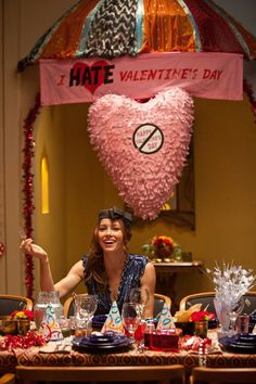 throw your own I HATE VALENTINES DAY party! Great ideas :)