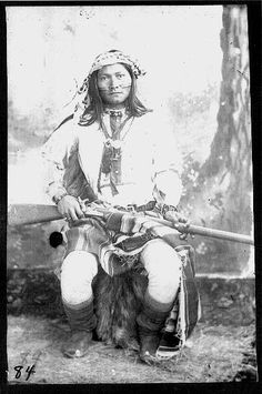 Roaming Coyote, Chiricahua scout Chatto's band - Native American Pictures, Native American Quotes, Native American Tribes, Native American History, Apache Indien, Indian Scout, Native Indian, Native Art, First Nations