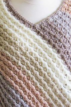 This free crochet poncho pattern for women comes in sizes small to plus sizes. Made from simple rectangle shapes, this poncho tutorial is quick and easy enough for beginners. Crochet Boots Pattern, Poncho Au Crochet, Mode Crochet, Crochet Baby Hat Patterns, Crochet Ripple, Crochet Triangle, Crochet Shirt, Crochet Stitches, Crochet Vests