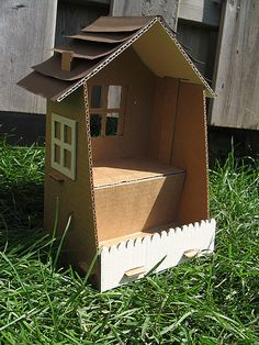 Cardboard house - template here: boy pet girl Cardboard Dollhouse, Cardboard Box Crafts, Cardboard Display, Paper Crafts, Diy Crafts, Cardboard Houses, Cardboard Playhouse, Cardboard Toys, Projects For Kids