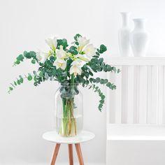 WINTER WONDERLAND - Dieses Bouquet aus weißen Amaryllis und dem wunderbar duftenden Eukalyptus ist eine Wohltat für Augen und Nase!