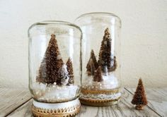 Make some pretty DIY mason jar Christmas decorations by transforming mason jars into a luminary, a snowman, a snow globe and more. Diy Gifts In A Jar, Easy Diy Gifts, Jar Gifts, All Things Christmas, Winter Christmas, Vintage Christmas, Handmade Christmas, Christmas Projects, Holiday Crafts