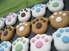 Gourmet Dog Treats - Peanut Butter Paws Decorated Dog Treats - New Ideas Dog Cookie Recipes, Dog Biscuit Recipes, Dog Treat Recipes, Dog Food Recipes, Puppy Treats, Diy Dog Treats, Homemade Dog Treats, Gourmet Dog Treats, Healthy Dog Treats