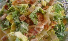 ΥΛΙΚΑ 1 μεγάλο μαρούλι ή ανάμεικτη πράσινη σαλάτα 100 γρ. φλούδες παρμεζάνας κρουτόν ΥΛΙΚΑ ΓΙΑ ΤΗ ΣΑΛΤΣΑ 120 ml ελαιόλαδο 2-3 κ.σ. ξίδι κόκκινο 4-5 φιλέτα αντζούγιας 1 κ.γ. μουστάρδα κρόκοι από 2 αυγά βρασμένα μελάτα 1 σκελίδα σκόρδο αλάτι - πιπέρι φρεσκοτριμμένο ΕΚΤΕΛΕΣΗ Κόβετε το μαρούλι και βάζετε σε μία σαλατιέρα, προσθέτετε την παρμεζάνα και τα κρουτόν. Χτυπάτε όλα τα υλικά στο multi μέχρι να έχετε μια παχύρρευστη λεία σάλτσα και περιχύνετε καλά την σαλάτα....