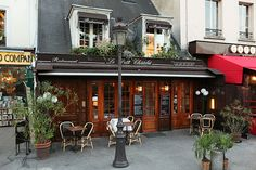 The cafes are an integral part of the Parisienne lifestyle and such a wonderful part of being in Paris.