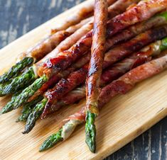 Impress dinner guests with this easy starter. The Prosciutto Wrapped Asparagus recipe from Eat Drink Paleo works well as finger foods to serve as appetizers at a dinner party or backyard barbecue. Easter Appetizers, Thanksgiving Appetizers, Christmas Appetizers, Yummy Appetizers, Thanksgiving Recipes, Appetizer Recipes, Holiday Recipes, Thanksgiving Feast, Easter Recipes