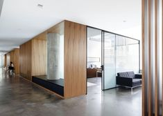 © Amy Barkow / Barkow Photo built in waiting bench outside conference room Modern Office Design, Office Interior Design, Contemporary Office, Corporate Interiors, Office Interiors, Commercial Interior Design, Commercial Interiors, Office Fit Out, Ceo Office
