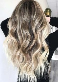 Wanna sport some kind of attractive or fresh hair color in 2020? There are so many best ideas of hair colors for ladies to try nowadays, as you can see here best ever trends of blonde hair colors and highlights for long hair looks. This is all time favorite hair color for women to opt for fresh look.