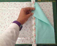 Acompanhe o passo à passo de como fazer um Kit de Higiene Pessoal em tecido. Patch Quilt, Quilt Blocks, Sewing Hacks, Sewing Tutorials, Tutorial Diy, Kitchen Kit, Baby Embroidery, Creation Couture, Sewing Techniques