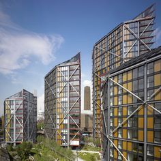 London firm Rogers Stirk Harbour + Partners has completed NEO Bankside, a set of six-sided apartment blocks beside the Tate Modern art galleryon the edge of the River Thames.