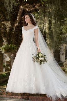 Vestido de noiva da coleção 2016 Essense of Australia - http://www.noivasdeportugal.com/blog/as-noivas-para-2016-de-essense-of-australia/
