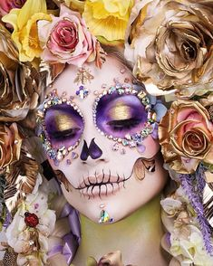 The Wigs & Makeup Manager💄 Mexican Halloween, Halloween Inspo, Halloween Makeup Looks, Halloween Kostüm, Sugar Skull Girl, Sugar Skull Makeup, Sugar Skulls, Day Of Dead Makeup, Day Of Dead Costume