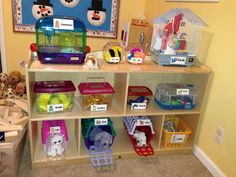 A pet shop is a great area for a classroom that is playful and educational. A teacher can also add to the theme of the week or even talk about the pet shop in different lessons. Preschool Rooms, Preschool Centers, Preschool Classroom, Preschool Activities, Kindergarten, Classroom Pets, Preschool Library Center, Drama Activities, Dramatic Play Themes