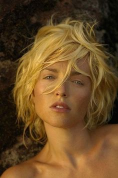 Paola Barale photo by Fabrizio Ferri-Coppola hair