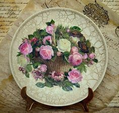 Decoupage plates with their hands: master classes and 50 inspiring photo gift ideas - Part 6 Decoupage Vintage, Decoupage Plates, Painted Plates, Decoupage Ideas, Altered Bottles, Elegant Home Decor, Handmade Decorations, Bottle Crafts, Vintage Floral