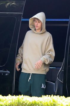 Los Angeles Homes, Justin Bieber, Her Hair, Singer, Sweatshirts, Sweaters, House, California, Fashion