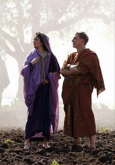 Niobe and Lucius Vorenus - Indira Varma and Kevin McKidd in Rome, set between 49 BC and 31 BC (TV series Rome Costume, Movie Costumes, Ancient Rome, Ancient Greece, Rome Hbo, Rome Tv Series, Indira Varma, Biblical Costumes, Statues