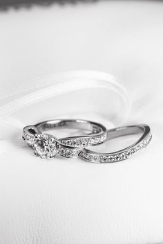SPUR.JP NEWS:シャネルが進化形リボンモチーフのブライダルリングを発表 SPUR(シュプール) Wedding Rings, Jewels, Engagement Rings, Accessories, Diamonds, Style, Dress, Fashion, Enagement Rings
