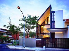 บ้าน 3 ชั้นความเป็นส่วนตัวแต่ยังคงช่วยให้แสงและการระบายอากาศ | fPdecor.com | ศูนย์รวมแบบบ้านฟรี และตกแต่งภายใน