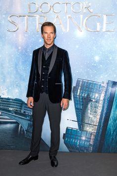 Dapper Benedict Cumberbatch donned a navy velvet Giorgio Armani Made to Measure tuxedo for the Berlin premiere of 'Dr. Strange'. #ArmaniStars