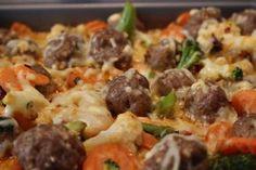 Der schnelle Low Carb Hackfleisch Gemüseauflauf ist das perfekte Fitnessrezept für die Abendstunden. Denn durch den niedrigen Anteil an Kohlenhydraten passt der Auflauf top in die