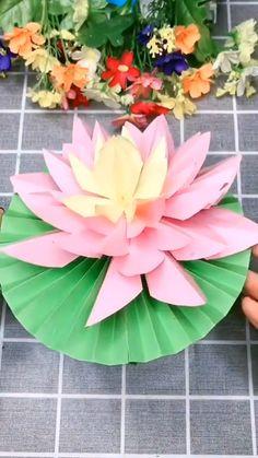Instruções Origami, Paper Crafts Origami, Paper Flowers Craft, Flower Crafts, Flower Making Crafts, Origami Lantern, Paper Lotus, Origami Lotus Flower, Christmas Art For Kids