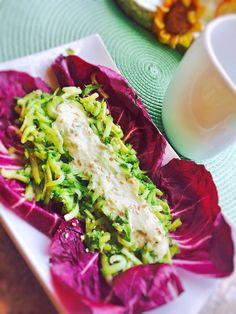 """Fiammiferi di zucchine su letto di radicchio in """"salsa salute"""" Buon appe"""