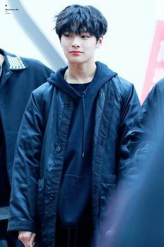 "18/01/22. Dia pengin dibilang ""ganteng"" tapi nyatanya imut. Itu gimana? :"") Kim Yongguk, Kids Web, Kwon Hyunbin, Me And Bae, Fandom, Baby Smiles, Bts And Exo, Lee Know, Music Bands"