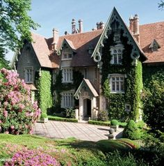 Chateau Gabriel was the country house of  Yves Saint Laurent and  Pierre Berge