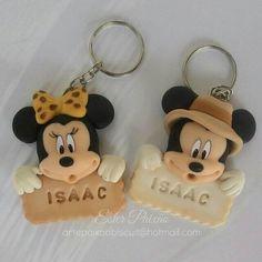 Amostrinhas chaveiros Mickey e Minnie safari , gostaram? Fiesta Mickey Mouse, Mickey Minnie Mouse, Polymer Clay Projects, Polymer Clay Art, Minnie Safari, Polymer Clay Flowers, Pasta Flexible, Air Dry Clay, Clay Tutorials
