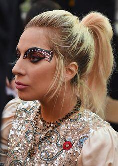 Lady Gaga Stage Makeup - Lady Gaga's flamboyant eye makeup totally stole the spotlight!