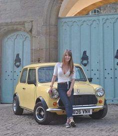 Mini Mini Cooper Classic, Mini Cooper S, Classic Mini, Classic Cars, Mini Morris, Custom Muscle Cars, Beetle Convertible, Mini Photo, Girl Photography Poses