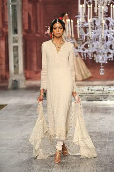 The ace designer Tarun Tahiliani presented his collection - The Last Dance of the Courtesan at ICW 2016 and it was stunning. Some amazing bridal picks. Lakme Fashion Week, India Fashion, Ethnic Fashion, Asian Fashion, Indian Attire, Indian Ethnic Wear, Pakistani Outfits, Indian Outfits, Anarkali