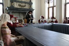 Schout en schepenen in historische raadzaal Doesburg Hanzefeest