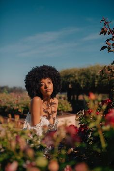 Photoshoot Concept, Photoshoot Themes, Photoshoot Inspiration, Outdoor Photography, Portrait Photography, Actresses With Black Hair, Fashion 90s, Vintage Outfits, Creative Photoshoot Ideas