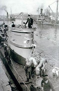 German submarine U-452