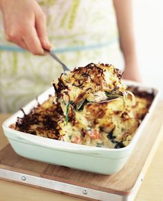 Salmon and spinach rösti bake The creamy salmon and spinach under the crunchy grated potato is a guaranteed crowd pleaser whether it's for a midweek meal or a laid-back dinner party with friends. Salmon Recipes, Fish Recipes, Seafood Recipes, Vegetarian Recipes, Cooking Recipes, Healthy Recipes, Cod Recipes, Carrot Recipes, Cabbage Recipes