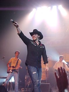 jpg Photo: This Photo was uploaded by pegofgreystoneln. Find other WantedPosterperfectgift.jpg pictures and photos or upload you. Country Singers, Country Music, Chris Young Songs, Nashville Star, Alan Young, Celebrity Travel, Celebrity News, Angel Man, Jake Owen