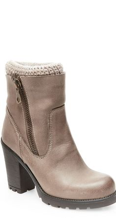 Complete any cold-weather outfit with these Sweaterr boots by Steve Madden.