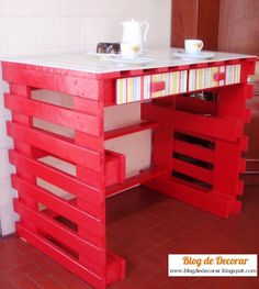 It is so creative idea to make a pallet desk using old wooden pallets and use it for many useful purposes. The use of pallet wood to make a pallet desk is Pallet Desk, Pallet Crates, Old Pallets, Recycled Pallets, Diy Pallet Furniture, Diy Pallet Projects, Wooden Pallets, Furniture Ideas, Pallet Wood