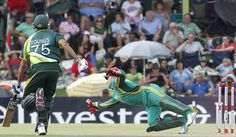 Despite having a vastly inexperienced one-day side, South Africa clinched a very convincing victory over Pakistan in the first of five one-day internationals on Sunday. Winning by 125 runs - even despite the bowling lacking some bite - will give them momentum into the rest of the series. By ANT SIMS.