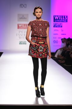 #wifw #fdci #wifwaw14 #wilfw #Piapauro #fashion #clothes #skirt #top #colors #colourful #orange #black #blacktights #hairdo #updo #accessories #belt #headgear