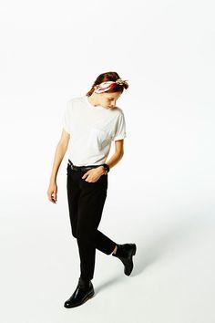 Tシャツ+テーパードデニムの定番スタイルをもっと楽しむ方法
