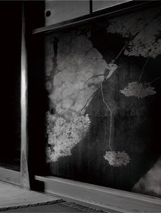 【幽玄必見】300年前の「襖に憑依した」八百万の神々。日本建築と写真の魂の邂逅に、激しく心打たれる