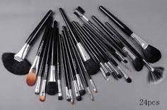 mac brushes... I want them all!