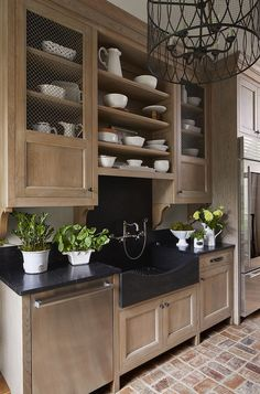 Unleash Your Creativity with These 15 DIY Kitchen Cabinets Ideas Looking for an alternative pick for expensive store-bought cabinetry? Unique, easy, and inexpensive, here are 3 DIY inspiration for charming kitchen cabinets. Kitchen Pantry Cabinets, Oak Cabinets, Diy Kitchen, Kitchen And Bath, Kitchen Interior, Kitchen Decor, Kitchen Wood, Stained Kitchen Cabinets, Light Wood Kitchens